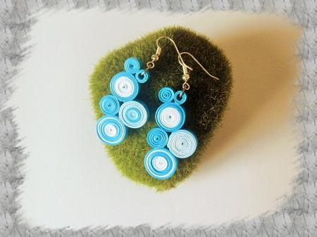 Bijoux boucles d oreille quilling cercles serres bleu et blanc 01 bis
