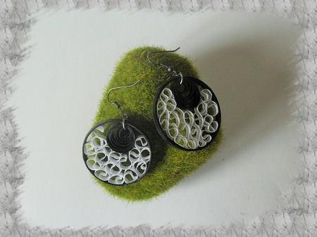 Bijoux boucles d oreille quilling dentelle noir et blanc 01