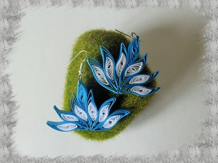 Bijoux boucles d oreille quilling lotus bleu et blanc 01