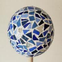 Boule mosaique deco de jardin bleue fonce 1