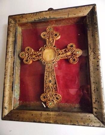 Croix reliquaire papier roule paperolles quilling