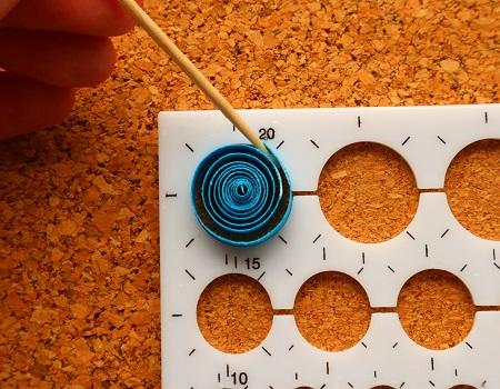 Epouser la forme d un gabarit cercle quilling loisirs creatifs 03