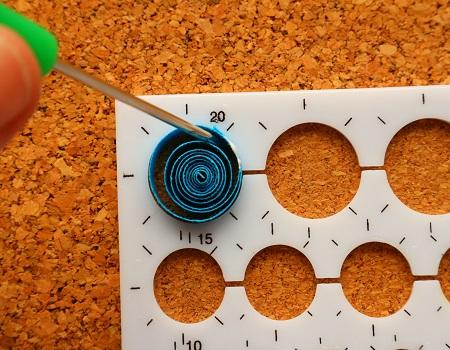 Epouser la forme d un gabarit cercle quilling loisirs creatifs 04