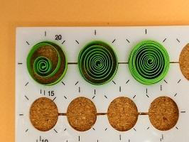 Exemple spirale gabarit cercle bande papier vert quilling paperolle diy