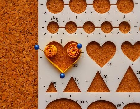 Gabarit coeur quilling loisirs creatifs mettre 5 epingle