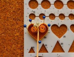 Gabarit coeur quilling loisirs creatifs mettre de la colle au centre 1