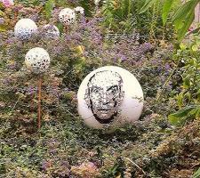 Loisirs creatifs mosaique boule deco jardin louis de funes 1