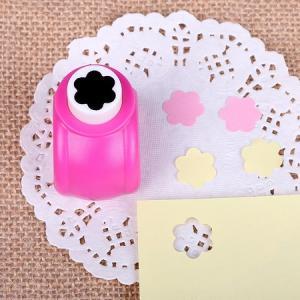 Mini perforatrice fleur 6 petales loisirs creatifs eugenie 02