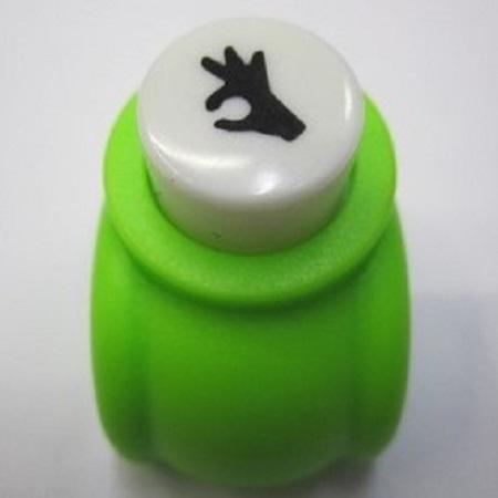 Mini perforatrice loisirs creatifs eugenie main ok 02