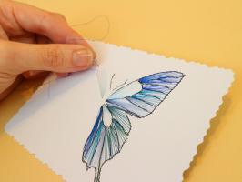 Papillon broderie papier carte a broder fil aiguille loisir creatif eugenie bleu metallique